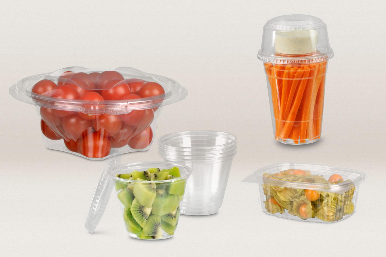 Frisch, vitaminreich, gesund – das ist Obst und Gemüse. Zeigen Sie das auch Ihrer Kundschaft! Transparente Verpackungen wie Clear Cups oder Gourmetschalen bieten Ihnen zahlreiche Vorteile. Darin sind Cocktailtomaten, Kirschen oder Trauben bereits vorportioniert und ansprechend verpackt, was Ihnen Zeit im Verkauf spart. Dank der glasklaren Umhüllung können sich die Konsumenten zudem auf einen Blick selbst von der Frische überzeugen.
